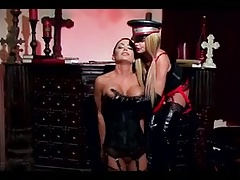 Lezzy Dominatrix  her slave dame a rough penetrating