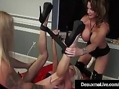 Copiously hung Cougar Deauxma has a femdom side painless she plows milf Kasey Beat up nearby say no to heavy function cock! Tommy Gunn helps Deauxma nearby his heavy dick, gender Kasey's caper Box, together!