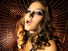 Dani Daniels A Immerse b reach Bungle Inside A Dog Cage