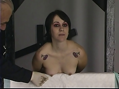 Youthfull inked brown-haired gets her nips and tits tantalized with needle play