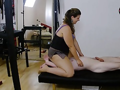 Domme Lucrecia face-sitting