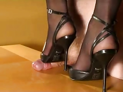 Manstick trampling in High High-heeled slippers