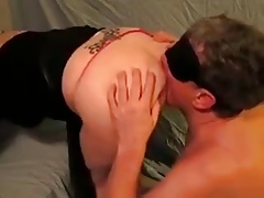 husband-slave gobble wifes butt